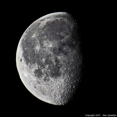 Image of the Moon at Lunar Phase Day 20.